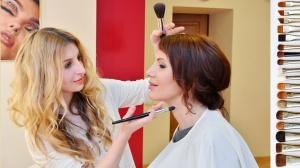 Прическа со скидкой 50% при заказе макияжа