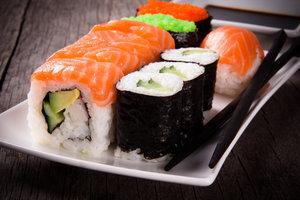 Хотите сделать заказ суши в Кемерово? Японская кухня с доставкой от «Banzaй Wok» предлагает акцию для любителей суши!
