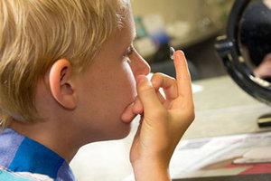 С какого возраста дети могут носить контактные линзы?