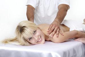 Лечение спины при помощи мануальной терапии