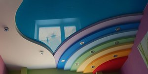 Цветные натяжные потолки в Орске