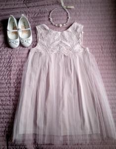Кроеные детали для пошива нарядного детского платья, с помощью одной бытовой машины.