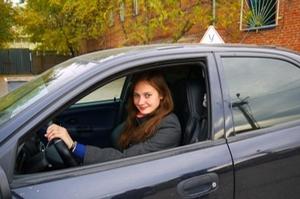 Хотите научиться водить машину в Тюмени? Торопитесь! «Автостиль» набирает группы на курсы вождения в Тюмени!