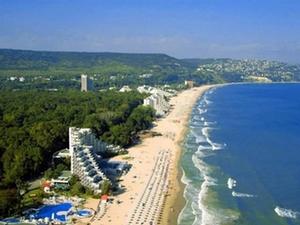 Море - синее, пески - золотые, берег - солнечный!