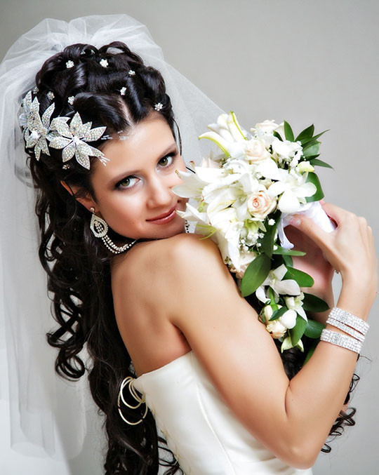 Прически на свадьбу на длинные черные волосы