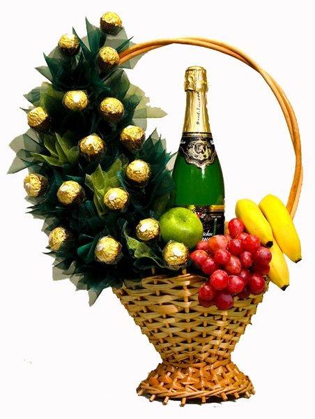 Подарки из конфет и фруктов 42
