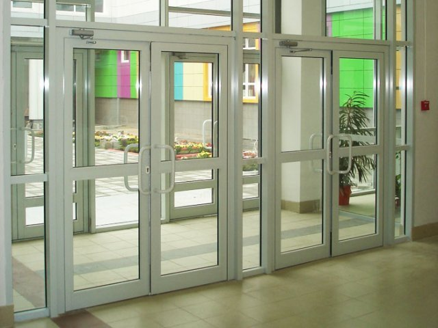 входные двери в общественные помещения