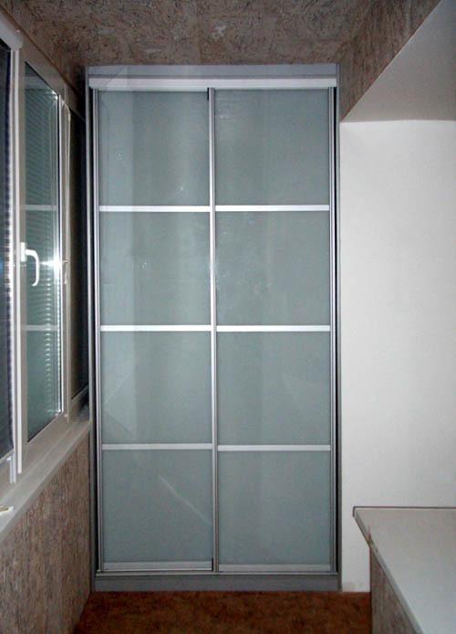 Двери купе на балкон для встроенного шкафа.