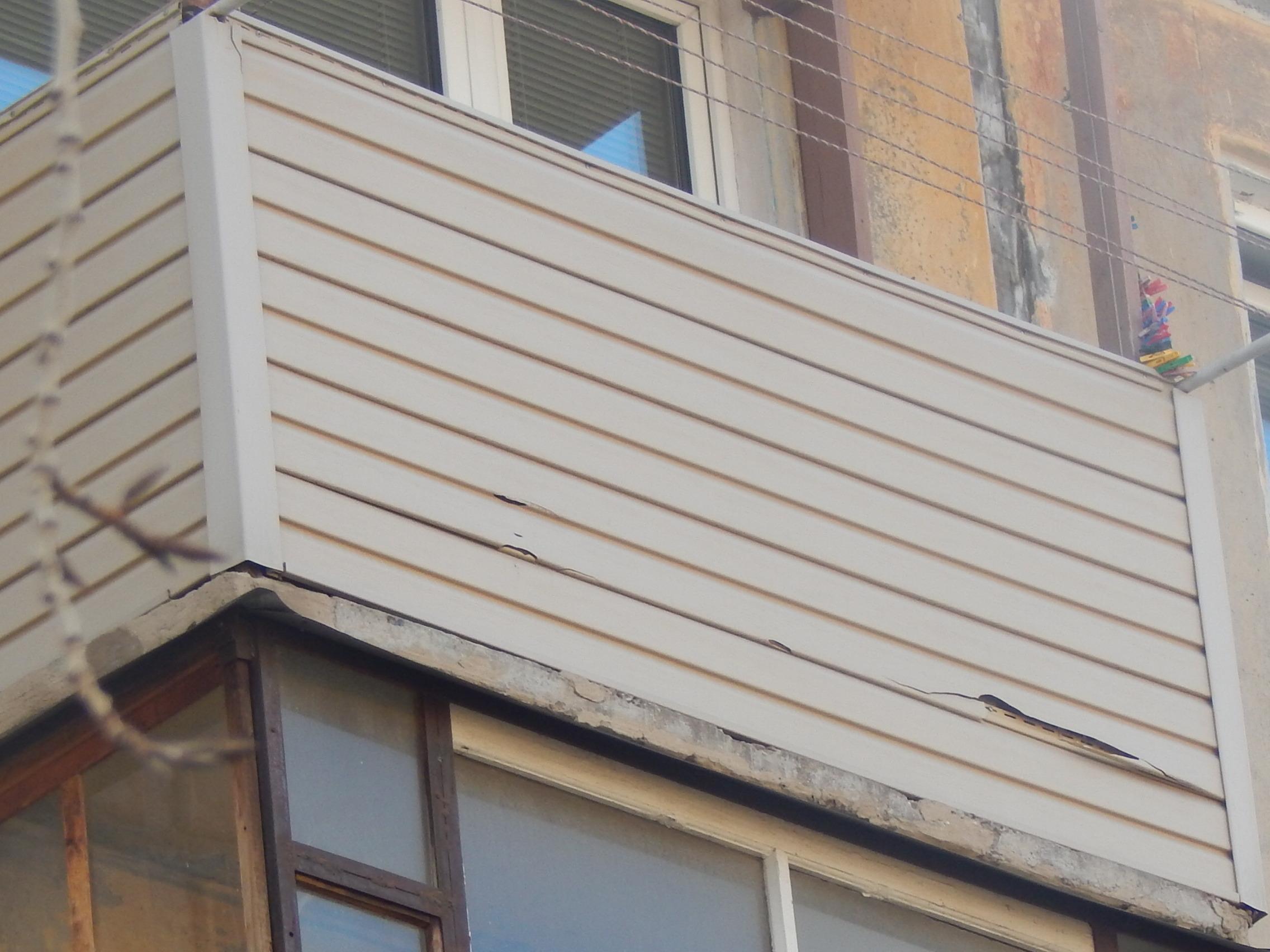Внешняя отделка балкона. Что выбрать сайдинг или профлист?.