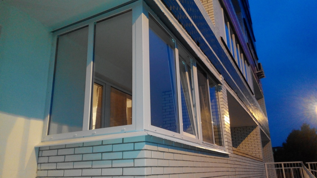 Остекление балконов в москве.