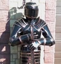 В продаже рыцари из металла!