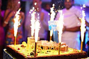 Нет желания в свой День рождения стоять у плиты? Тогда приглашайте гостей в ресторан!