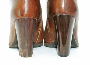 Где сделать реставрацию обуви в Вологде?