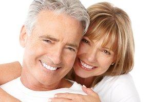 Все виды протезирования зубов: от единичных коронок до полных съемных протезов.