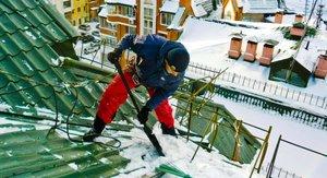 Очистка кровли зданий от наледи в Вологде