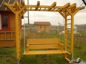 «Топ-7» мебели и конструкций из дерева, нужных на даче