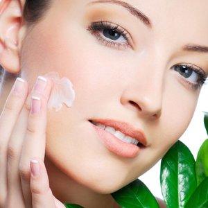 Пилинг лица у косметолога – популярный метод омоложения