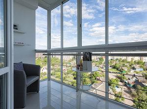 Плюсы панорамного остекления балкона