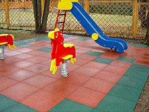 Резиновое покрытие для игровой площадки