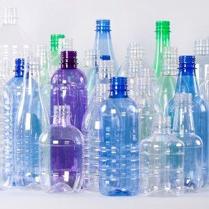 Пластиковые бутылки ПЭТ: преимущества