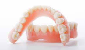 Съемные зубные протезы. Изготовим качественно!