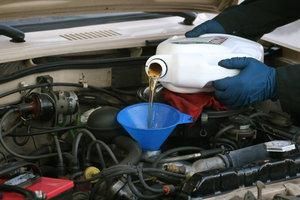 Замена масла в двигателе в Автосервисе У Жени