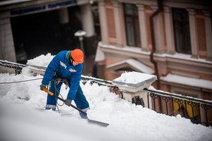 Заказать уборку снега с крыш зданий в Вологде