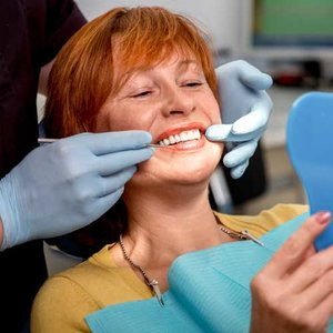 Как ухаживать за съемными протезами зубов