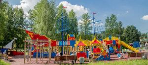 Обустройство детской площадки: от подбора покрытий до игровых конструкций!