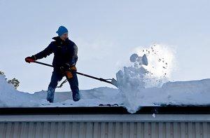 Услуги по уборке снега с крыш в Вологде