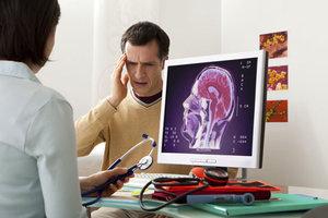 Что лечит врач невролог?