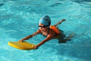 Плавательный бассейн КВА-КВА приглашает детей на занятия