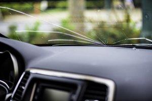 Подбор и замена лобового стекла автомобиля в Вологде