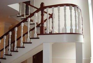 Перила для лестницы дачного дома