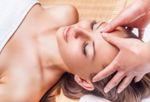 Миофасциальный массаж лица: преимущества