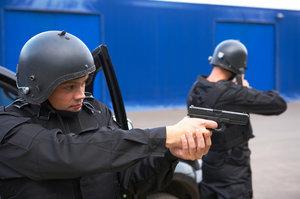 Требуются услуги частного охранника? Мы поможем!