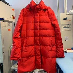 Зима принесла сюрприз: опять потеплело. А светлые пуховики и куртки далеко не светлые. Ждем вас!