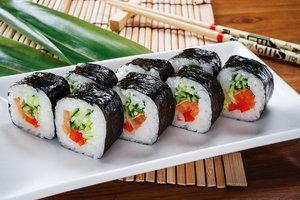 "Роллы маки в суши-баре ""Цунами"""