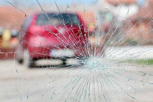 Ремонт сколов и трещин на стекле автомобиля