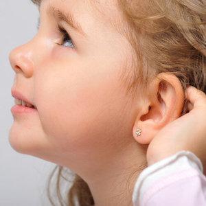 Как ухаживать за детскими ушками после прокалывания