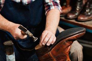 Сделали дома разборку вещей? Куча обуви удобной, но сильно поношенной? Чистка, реставрация, ремонт - и вы снова щеголяете в своих любимых ботинках