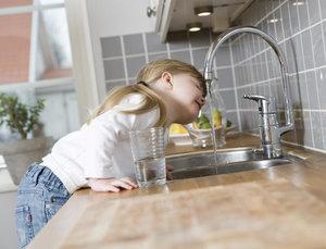 Безопасно ли пить воду из-под крана?