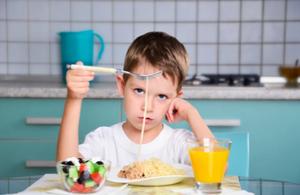 Нарушение навыков жевания и глотания у детей с аутоподобным поведением, лечение в Оренбурге