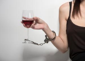 Оказываем помощь в лечении алкоголизма у женщин!