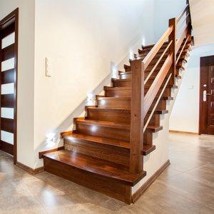 Перила для лестниц из дерева на заказ в Вологде
