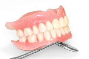 Протезирование зубов на верхнюю и нижнюю челюсть