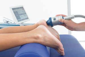 Лечение пяточной шпоры ударно-волновой терапией