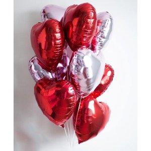 Воздушные шарики в форме сердца ко Дню Святого Валентина
