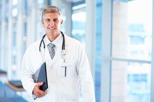 Консультация и осмотр квалифицированного врача уролога