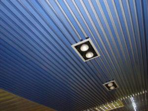 Устройство, виды и технология реечных потолков